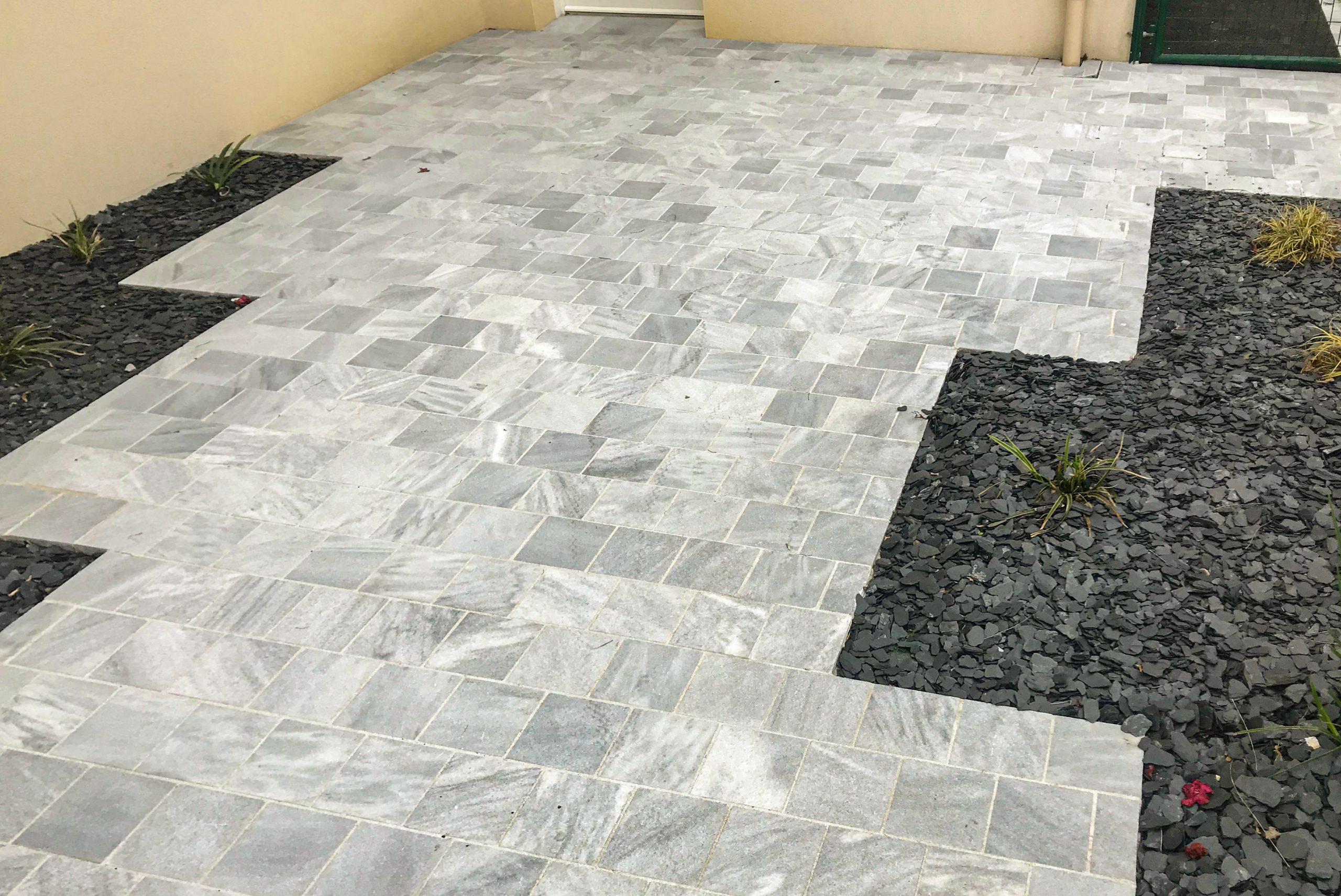 Terrasse en pierre blanche